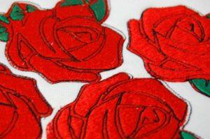 Haft komputerowy czerwonych róż