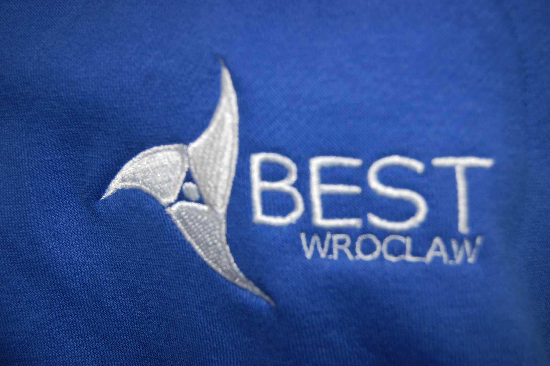 Haft na bluzie Best Wrocław