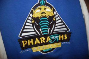 Pharaohs Wrocław - haft cyfrowy na niebieskiej tkaninie