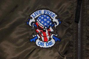 Naszywka kolorowa przedstawiająca czaszkę w barwach USA