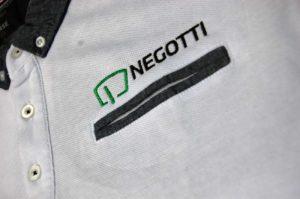Koszulka polo z kieszonką i haftem logo Negotti