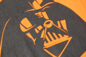 Czarny nadruk na koszulce dziecięcej