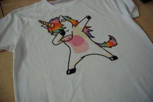 Dub Unicorn - koszulka biała z kolorowym nadrukiem DTG