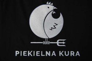 Piekielna Kura - logo wyhaftowane białą nicią