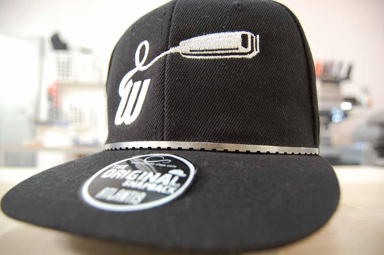Haft logo fryzjera na czapce